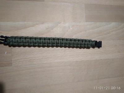 Vojenský náramek z padákové  šňůry