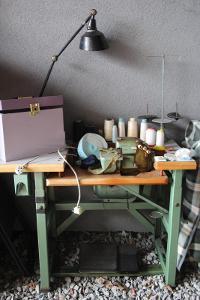 Profesionální šicí stroj + příslušenství