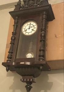Starožitné hodiny - pendlovky 1880 řezbované