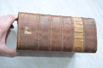 Mohutná kniha vázaná v kůži z roku 1783 Latinsko - Německý slovník ?