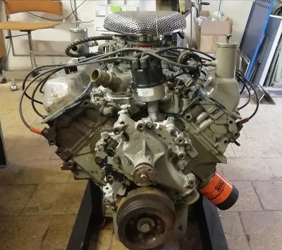 Prodám motor V8  7,0 L  429 FORD