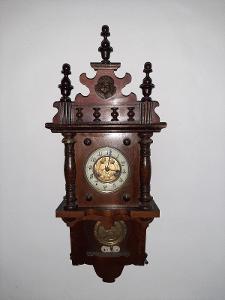 Starožitné hodiny - Jugendstil řezbované