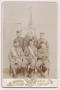 Sokol, kabinetní foto výboru Sokol Praha, atelier Světlík, okolo 1900