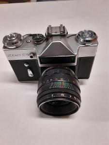 Starý fotoaparát ZENIT-ES
