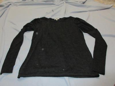 šedý svetr-triko