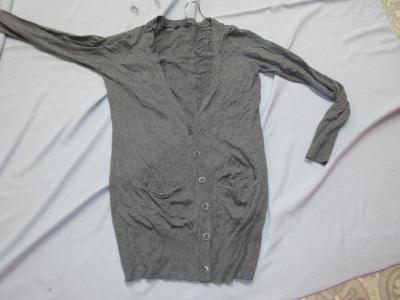 šedý svetr na knoflíjy dlouhý