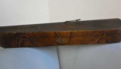Dřevěný futrál na housle