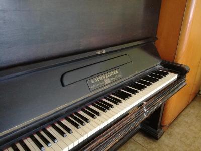 staré pianino