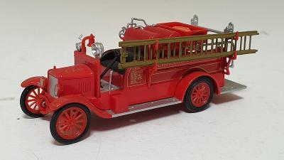 Model T Fire truck USA1926 - Hasičské vozidlo 1:72