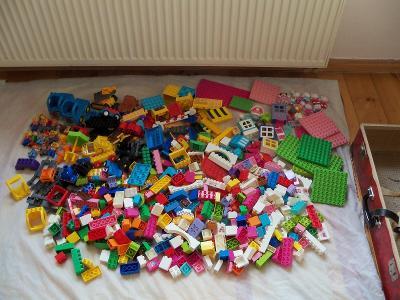 PLNÝ KUFR DÍLŮ LEGO DUPLO §