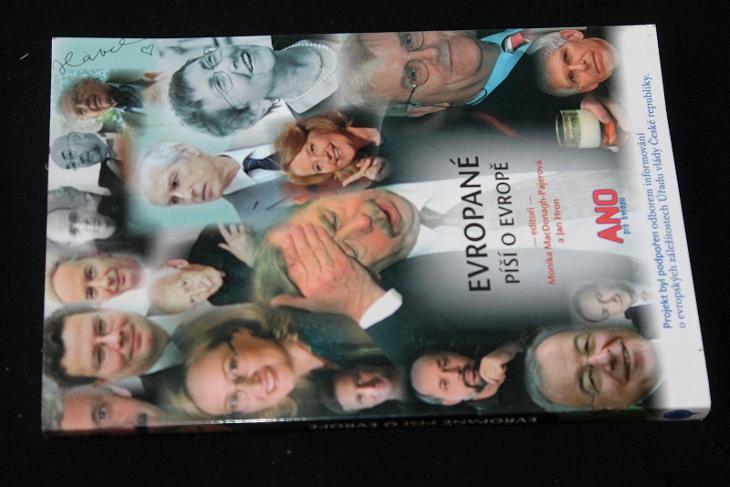 Evropané píší o Evropě -  Jan Hron   (a18) - Knihy