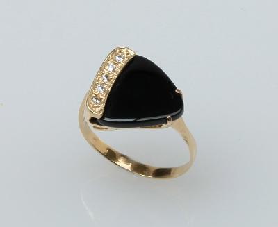 Zlatý prsten s přírodním onyxem a zirkony
