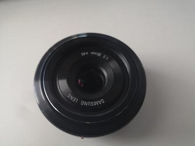 Samsung NX  objektiv 30mm F2.0 pancake