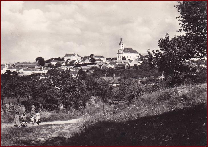 Jevišovice * celkový pohled na město, krajina, lidé * Znojmo * V378 - Pohlednice