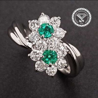 Prsten ( diamanty, smaragdy, platina ) IGI certifikát.