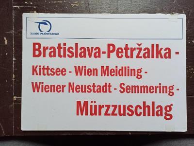 Směrová cedule ZSSK - Bratislava - Mürzzuschlag