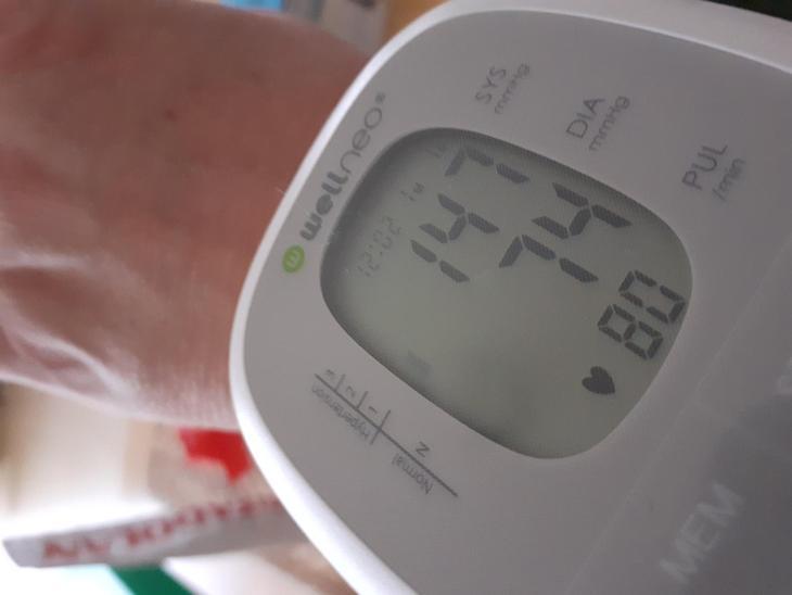 wellneo digitální tlakoměr bílá - Zdravotnické potřeby