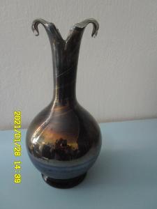 Autorská váza s kovovým efektem