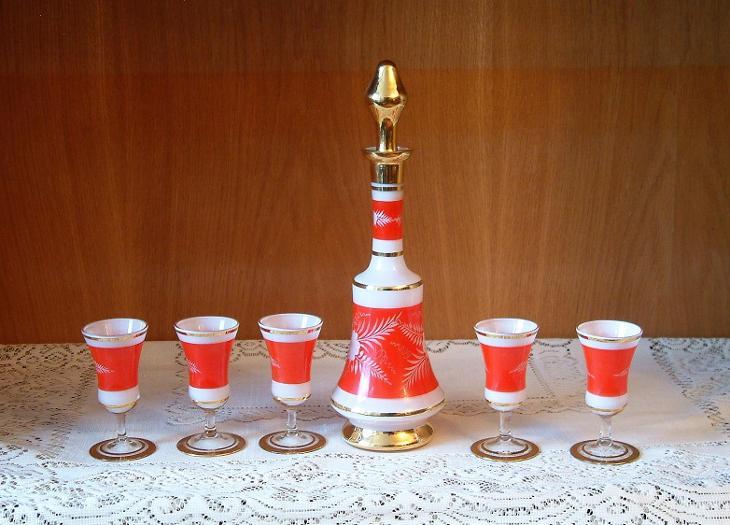 Nadherna karafa a skleničky. - Starožitnosti