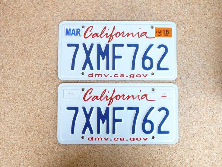USA SPZ, California pár originál... - Motoristické předměty