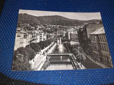 Pohlednice Karlovy Vary, prošlé poštou - ohnutý levý horní roh.
