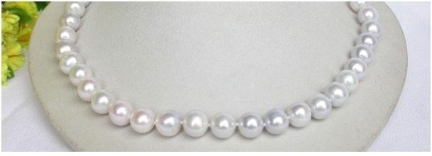 Perlový náhrdelník jezerní sladkovodní platinové bílé perly