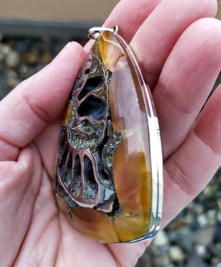 Přívěsek - Pyritový Amonit se Simbircitem - Alpaka - Šperky