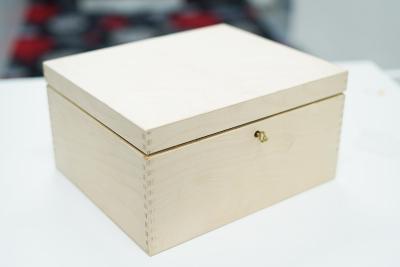 Velká dřevěná etue na různé předměty + klíček - 29 x 24,5 x 15 cm.Nová