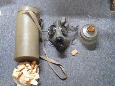 Plynová maska s kartonovým pouzdrem a filtrem