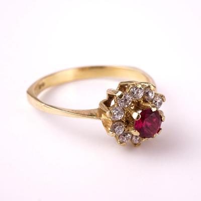 Zlatý prstýnek kamínky v55