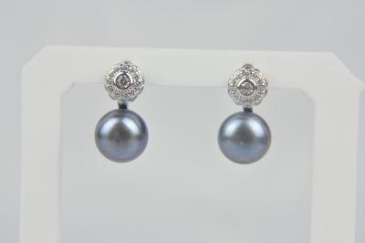 Visací stříbrné náušnice s říční perlou a zirkony