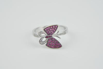 Stříbrný prsten s motýlkem a fialovými zirkony vel. 57 od  1 Kč