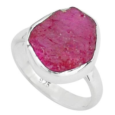 Stříbrný prsten s přírodním rubínem o váze 12 karátů