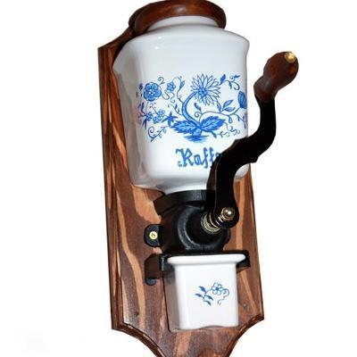Ruční porcelánový mlýnek na kávu - cibulák