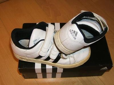 *** ADIDAS *** Pohodlné sportovní boty / tenisky, dobrý stav, vel. 33