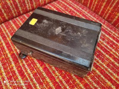 Stará bakelitová krabička