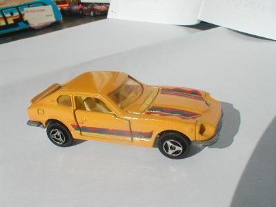 Kovový model autíčka No. 229 1:60 Datsun 260 Z