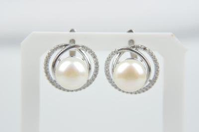 Stříbrné náušnice s kubickými zirkony a říční perlou