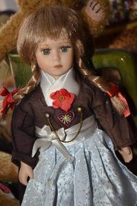 Sběratelská panenka v kroji