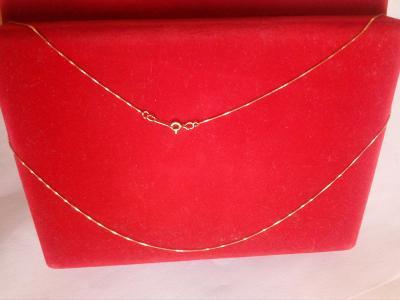 Zlatý řetízek, Au 585/1000, 14k, jemný, ale výrazný, délka 44,5 cm