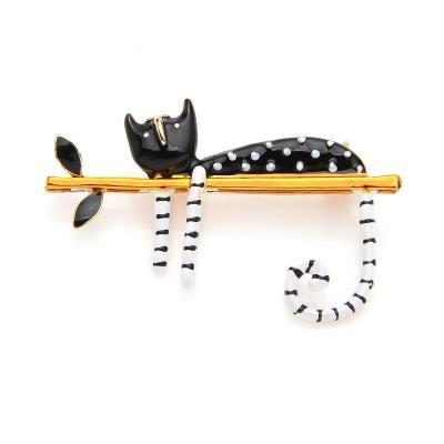 Brož kočka: na větvi černá