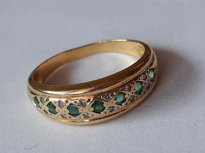 Luxusní 18K zlatý briliantový prsten se smaragdy
