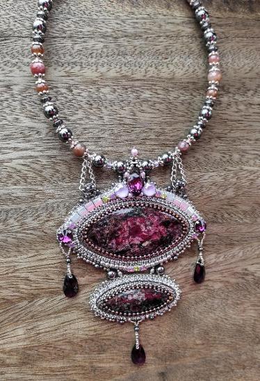 Přívěsek s Eudiality  - Šperky