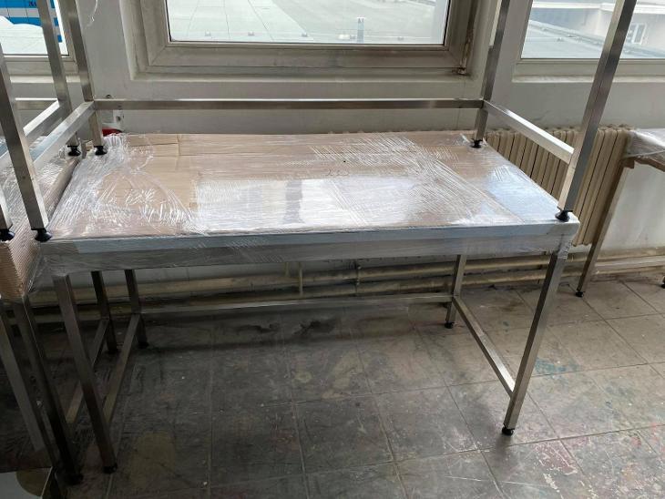 Nerezový přístěnný stůl s policí - Gastronomie, Hotel