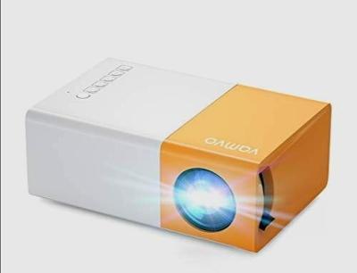 Přenosný mini led projektor Vamvo. Aukce od 1 Kč.