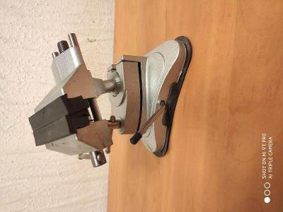 00339 svěrák  stolní modelářský  -velký s přísavkou