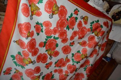 Parfém a růže... elegantní šátek...