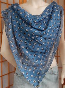Šátek modro béžový vzor 80x79 lehoučký šifon jako nový