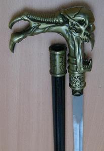 Vycházková hůl s ostrým mečem  vetřelec
