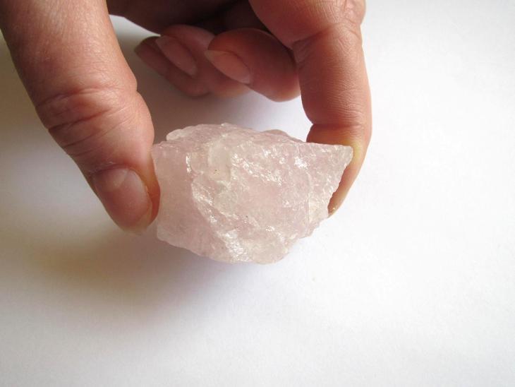 RŮŽENÍN - SUROVÝ KUS  - BRAZÍLIE   (HA 220) - Minerály a zkameněliny
